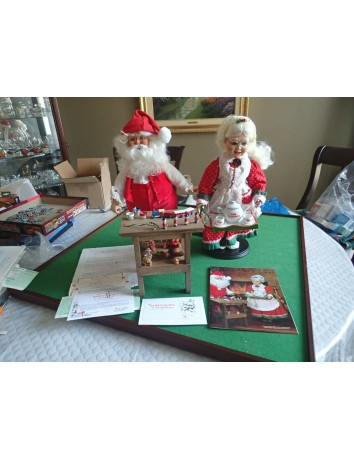 1988 Danbury Mint Santa Claus At His Workbench With COO And Mrs. Claus With Serv